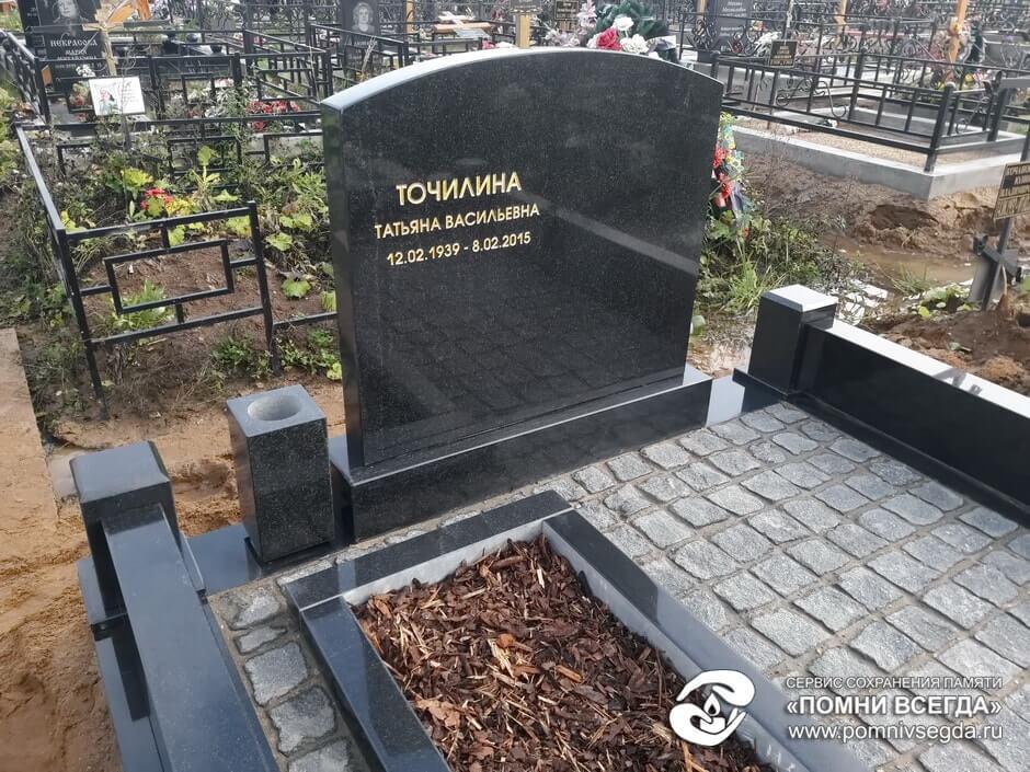 Памятник из цветного гранита Азов Мемориальный комплекс с арками и колонной Чкаловск